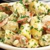 Salade de pommes de terre et saucisse de Francfort, sauce au raifort
