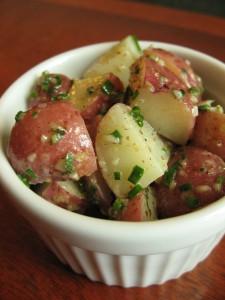 Salade de pommes de terre, vinaigrette citronnée et ciboulette
