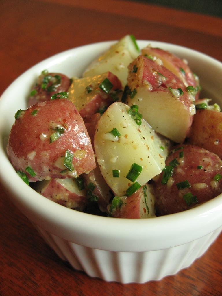 salade de pommes de terre la vinaigrette citronn e et ciboulette la recette chef patate. Black Bedroom Furniture Sets. Home Design Ideas